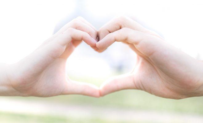 恋愛に関心があるのは普通、困った時は占いの力を借りよう